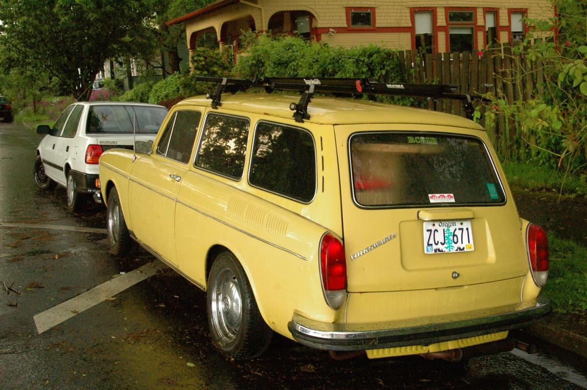 old parked cars 1973 volkswagen 1600 squareback. Black Bedroom Furniture Sets. Home Design Ideas