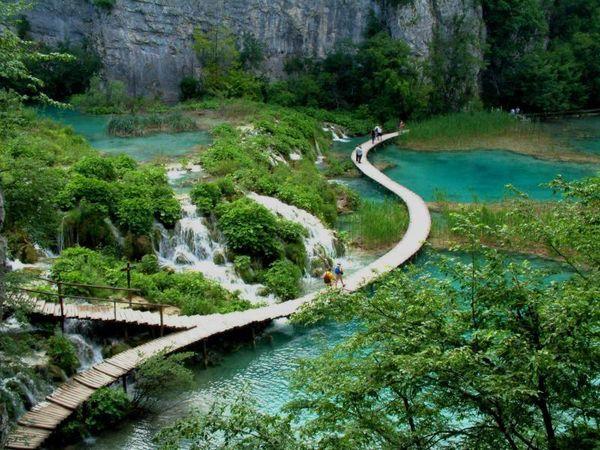 5 Jalan Kecil Terunik di Dunia: Jalan Kecil Danau-Danau Plitvice, Kroasia