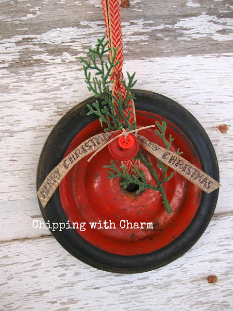 Chipping with Charm: Wheel Wreath...www.chippingwithcharm.blogspot.com