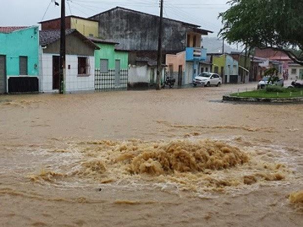Chuva derrubou ponte em Ituberá (Foto: Assessoria de Comunicação / Prefeitura de Ituberá)