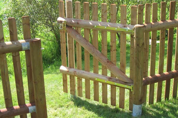 Houten afsluiting houten tuinscherm afsluitingen blog for Moderne afsluiting tuin