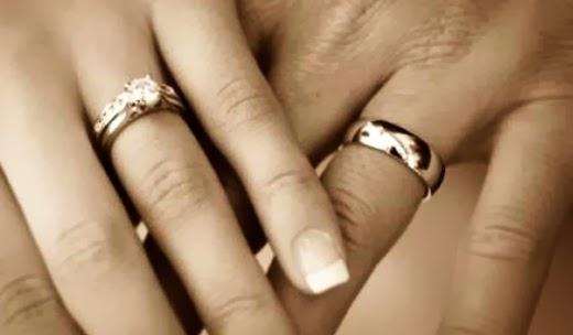 imagenes de parejas con anillos de matrimonio - FOTOS 40 increíbles tatuajes de anillos de matrimonio que