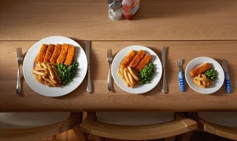 Hindari Makan di Piring Besar