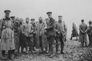 image December 1914 World War II Oposing Forces Celebrate Christmas Together