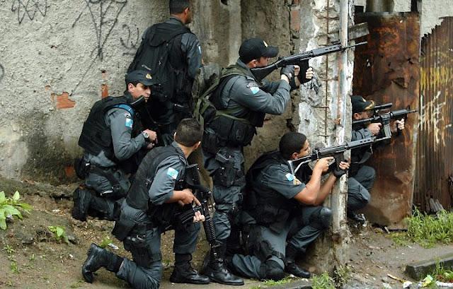 Brasil: Seis mortos em confronto entre gangues rivais numa favela do Rio de Janeiro