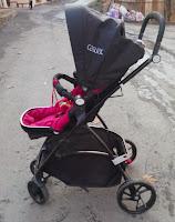 Puset takılan bebek arabası