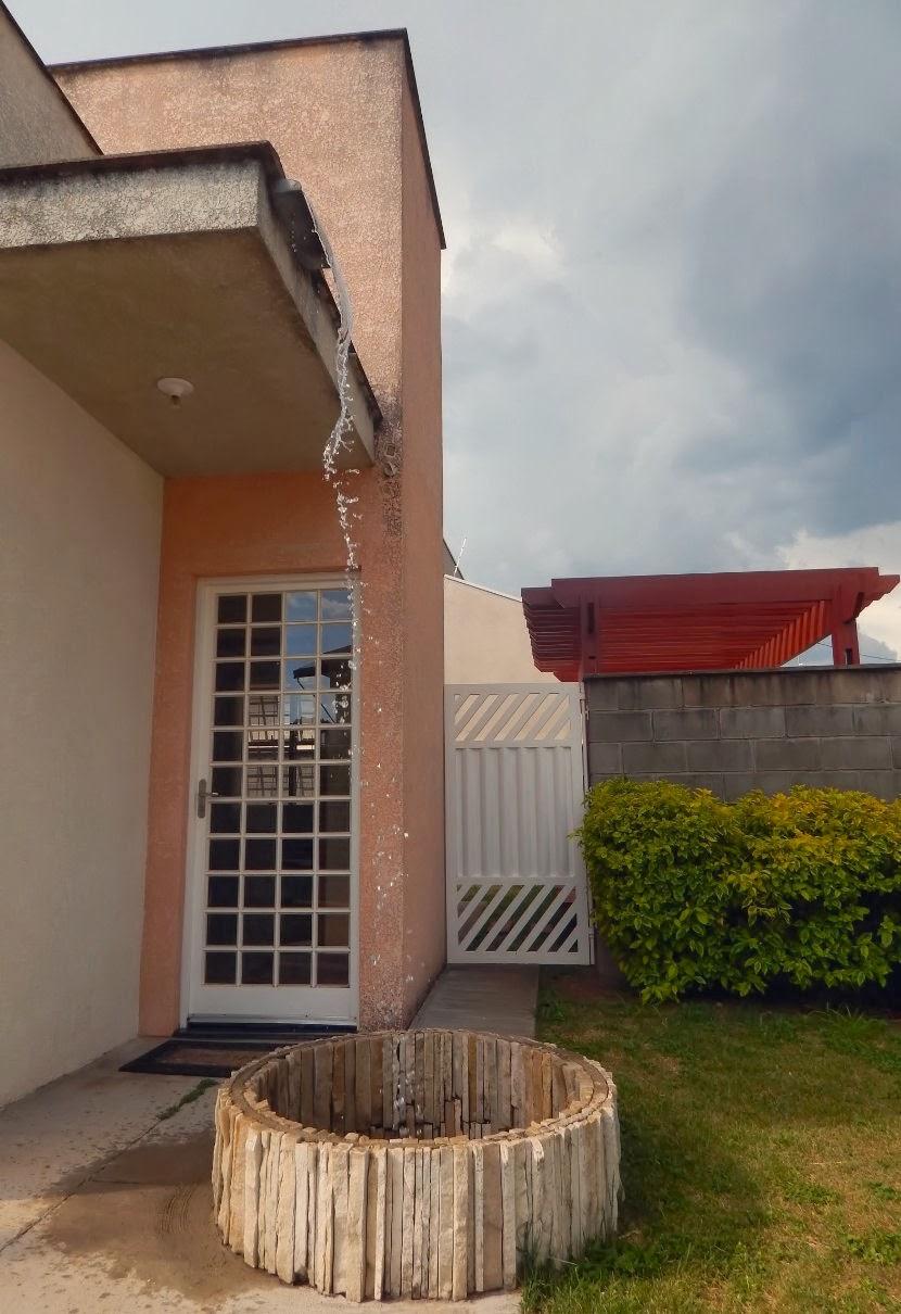 Aspecto do ciclo da água de chuva na residência deste arquiteto, fotografado em fevereiro de 2014.