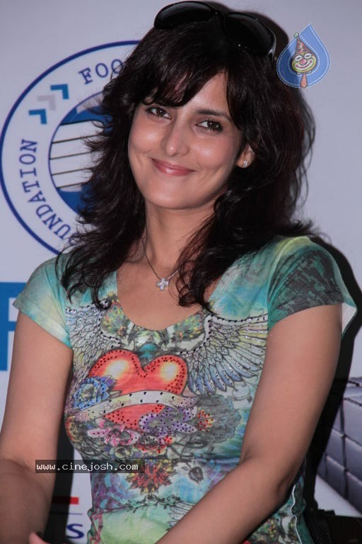 Tulip Joshi Dimples -  Tulip Joshi at Football Marathon Run 2012 Event