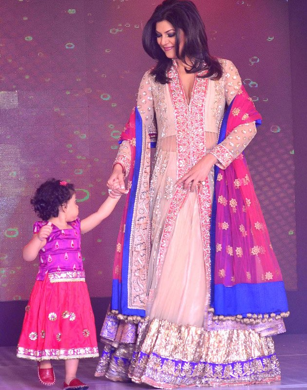 Sushmita Sen  walk ramp  - Sushmita Kajol Shriya & Mandira Ramp walk to Save & Empower Girl Child