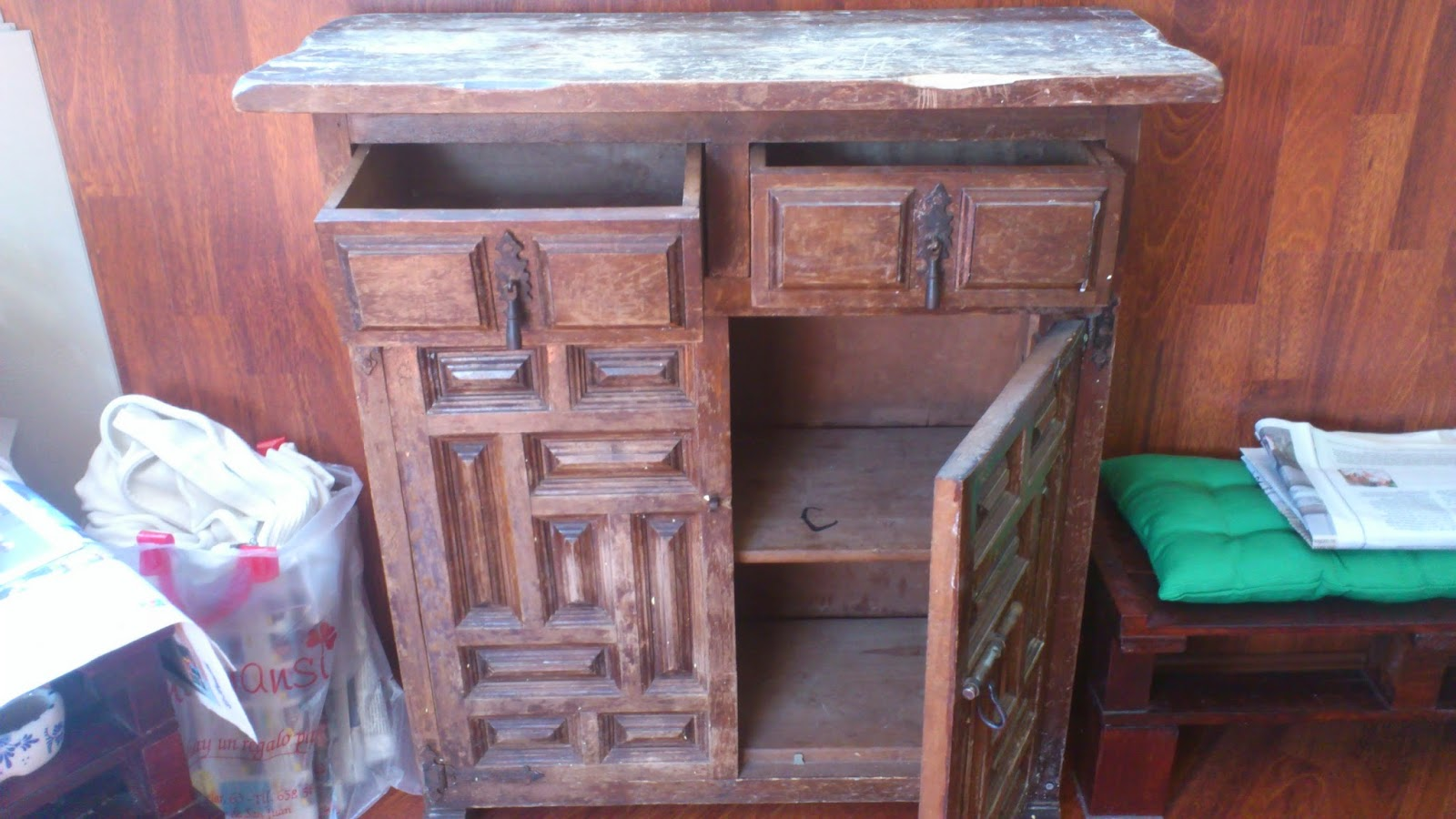 Madera de mindi transformando un moderno mueble de estilo - Modernizar muebles antiguos ...