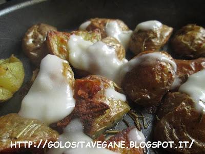 Contorni, forno, mandorle, mozzarella vegan, patate, ricette vegan, rosmarino, Salutiamoci,