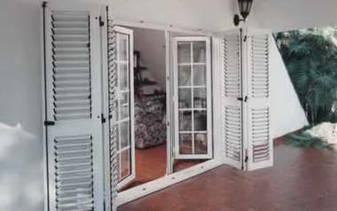 Fotos y dise os de puertas puertas madera exterior precios for Precio puerta madera exterior