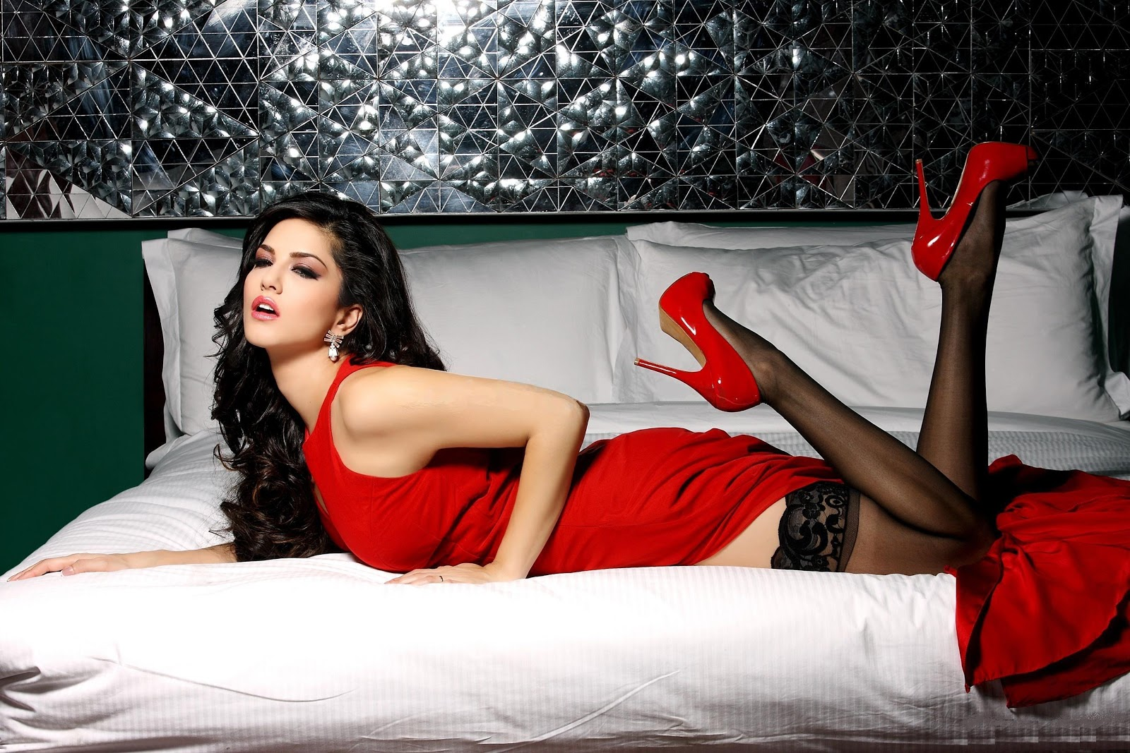 high quality bollywood celebrity pictures sunny leone. Black Bedroom Furniture Sets. Home Design Ideas