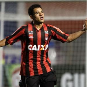 Éderson do Atlético Paranaense é o goleador do Brasileirão