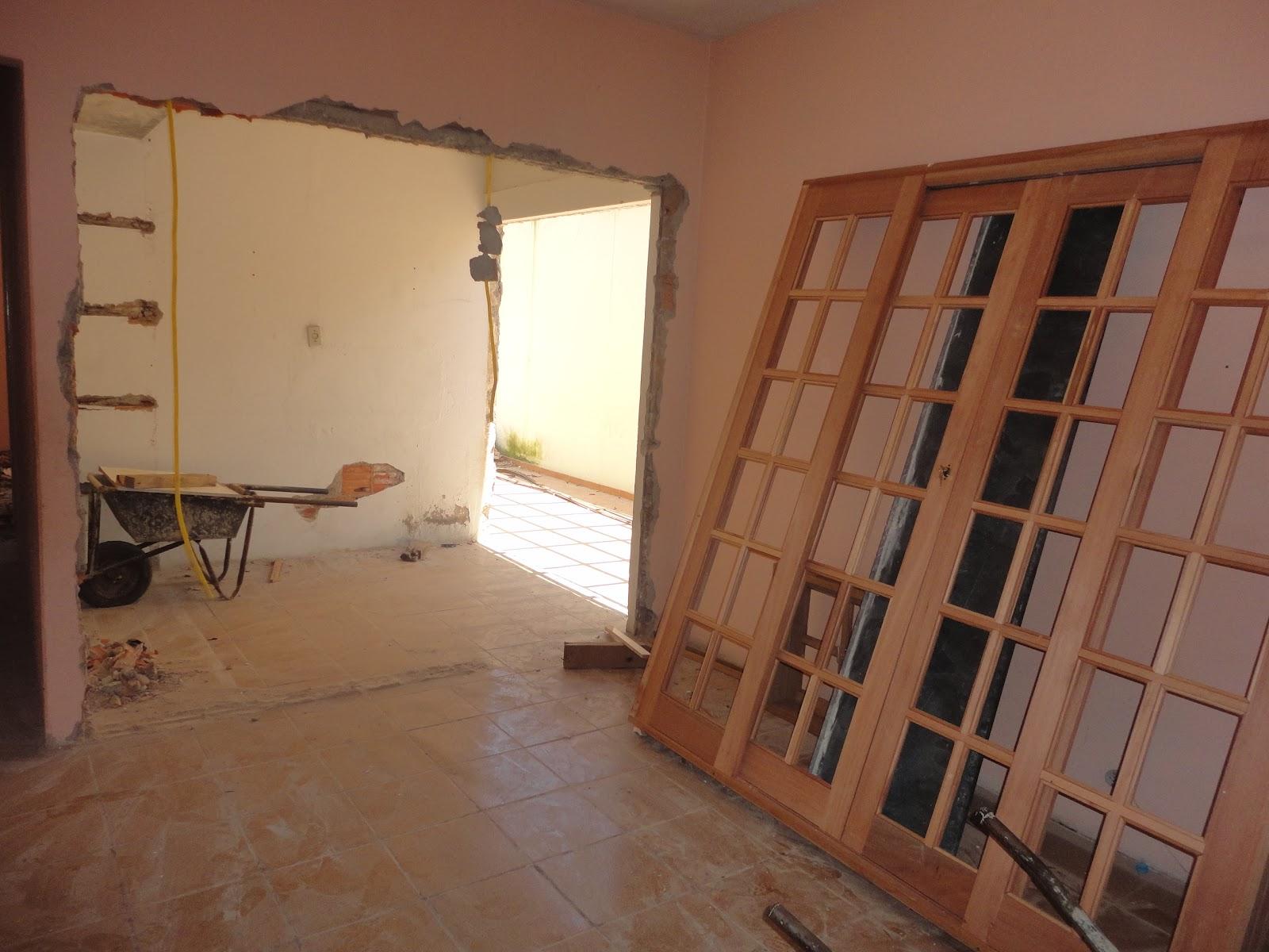#AA8921 cozinha de fora ai vai uma porta de correr que vai dar na area de  1254 Portas E Janelas Em Madeira Juiz De Fora