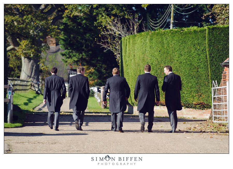 Ushers walking to the pub - Simon Biffen Photography