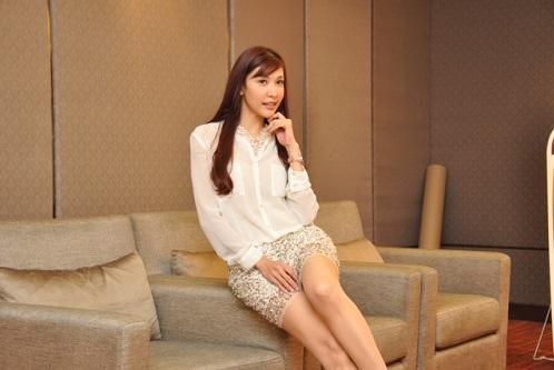 Nasha Aziz Tampil Berani Dengan Skirt Seksi  7 Gambar