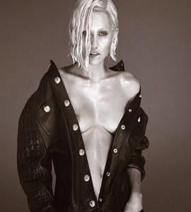 Miley Cyrus posa nua em revista: 'Gosto de ficar sem roupa'