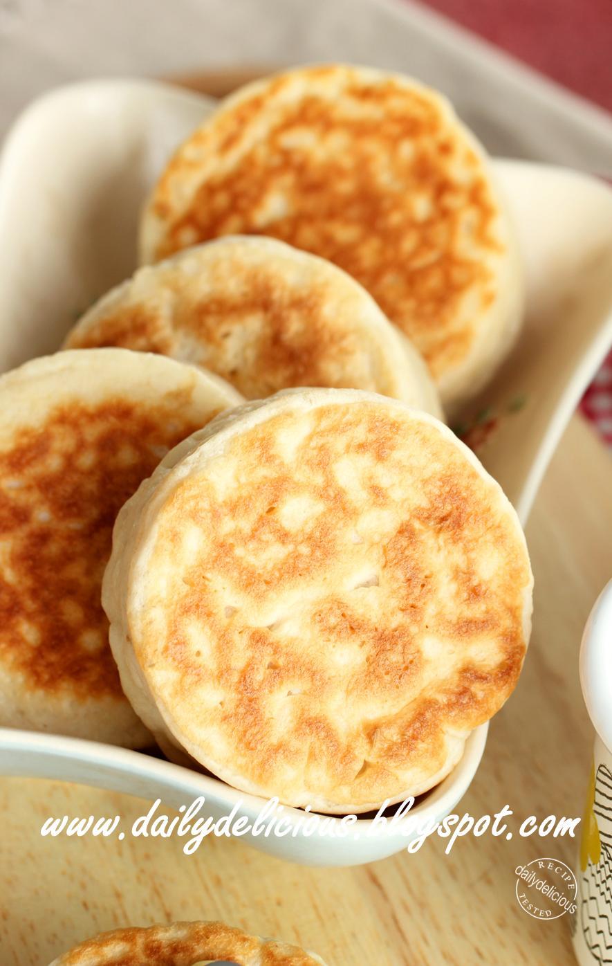 dailydelicious: Easy no oven needed bread: Crumpets