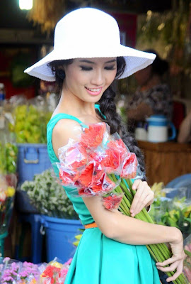 Phan Thi Mo- Miss Vietnam Earth 2011