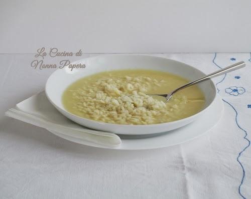 riso in brodo con uovo e formaggio