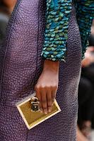 Правоъгълно портмоне в прозрачно жълто с катинарче, дизайн Burberry Prorsum