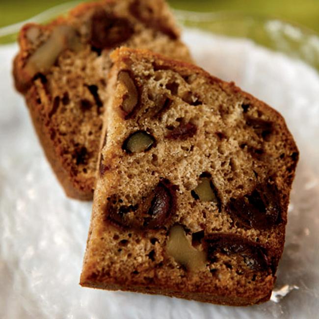 Arabski chleb daktylowy z orzechami