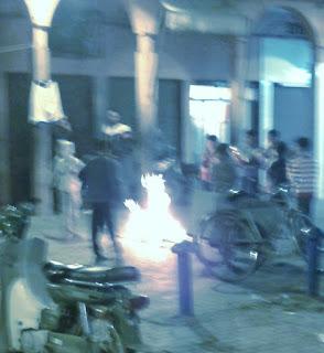 Préparatifs des feux de l'Achoura par hôtel Les Deux Tours à Marrakech
