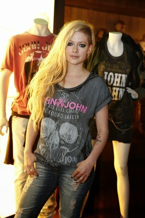 Avril Lavigne says the fans who has health problems and asks for prayers