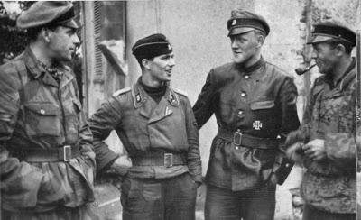 Les tenues allemandes en camouflage italien. SS-UNT~1