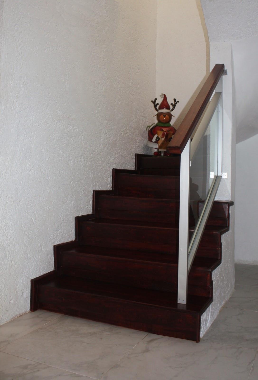 Barandales de aluminio con cristal templado y escaleras - Escaleras forradas de madera ...
