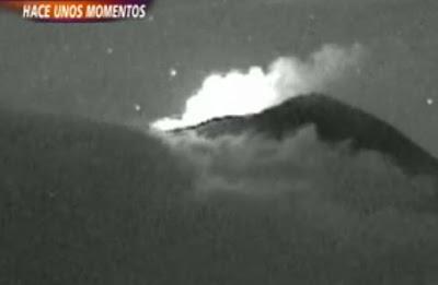 dos ovnis sobre el popocatepetl en mexico octubre 2012