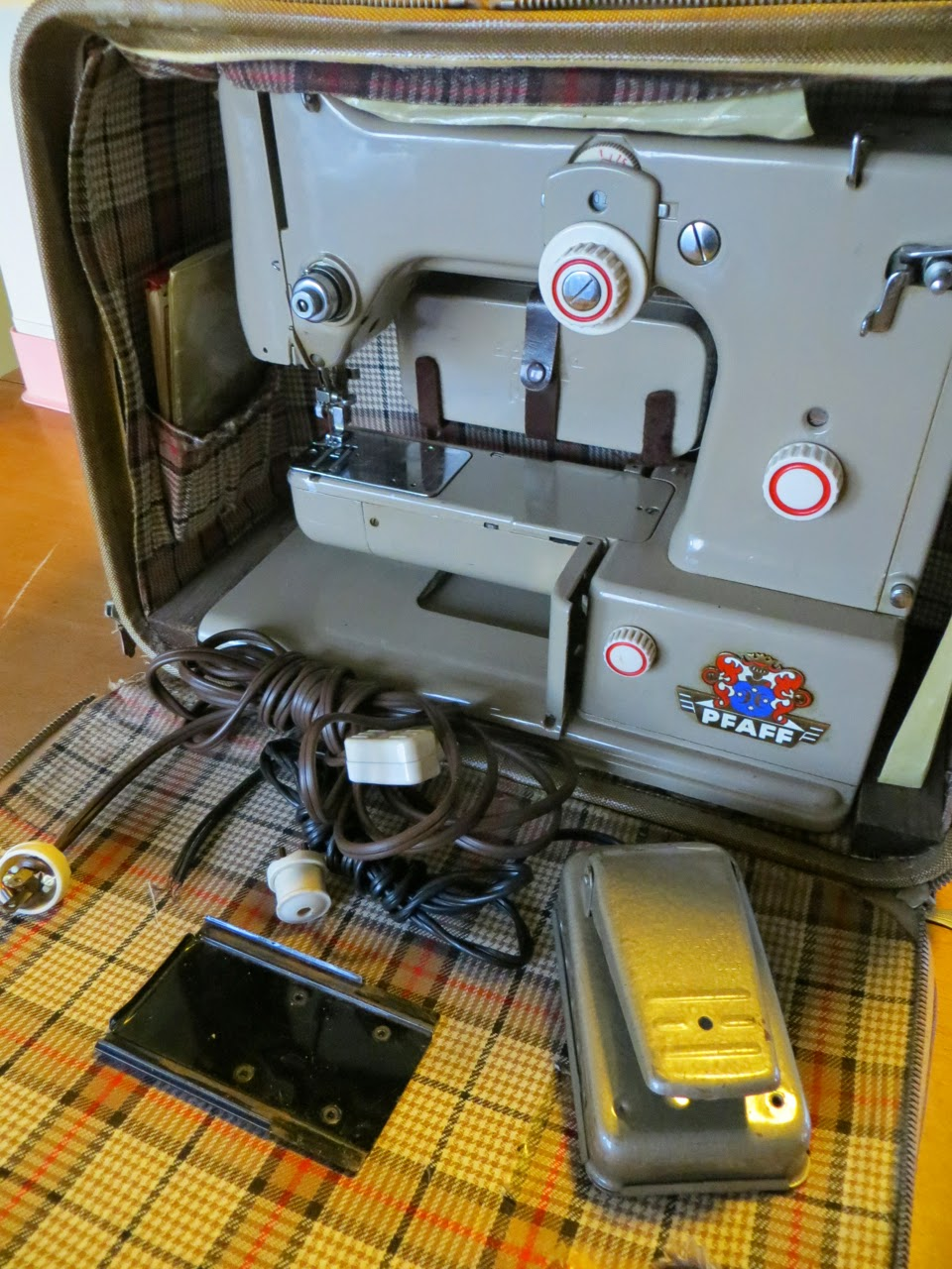 sewing machine cleaning