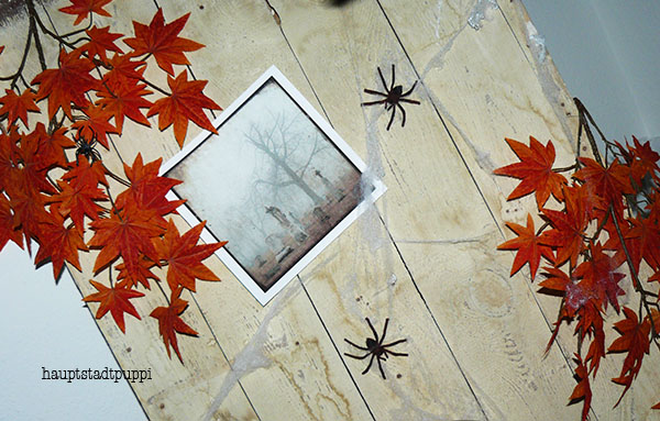 DIY Old Door Spider Web Decoration for Halloween by Hauptstadtpuppi