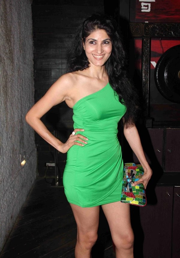 1 - Bollywood Actress at Iphone Launch Party