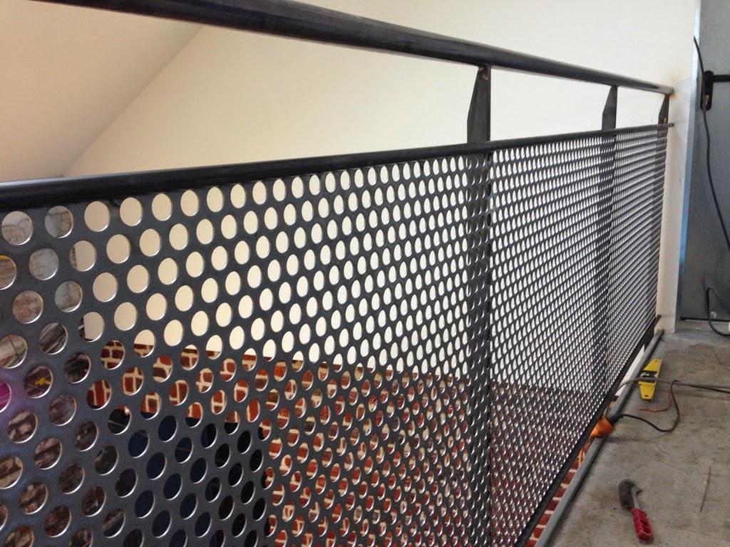 la pose de l 39 escalier en m tal et les gardes corps de la. Black Bedroom Furniture Sets. Home Design Ideas
