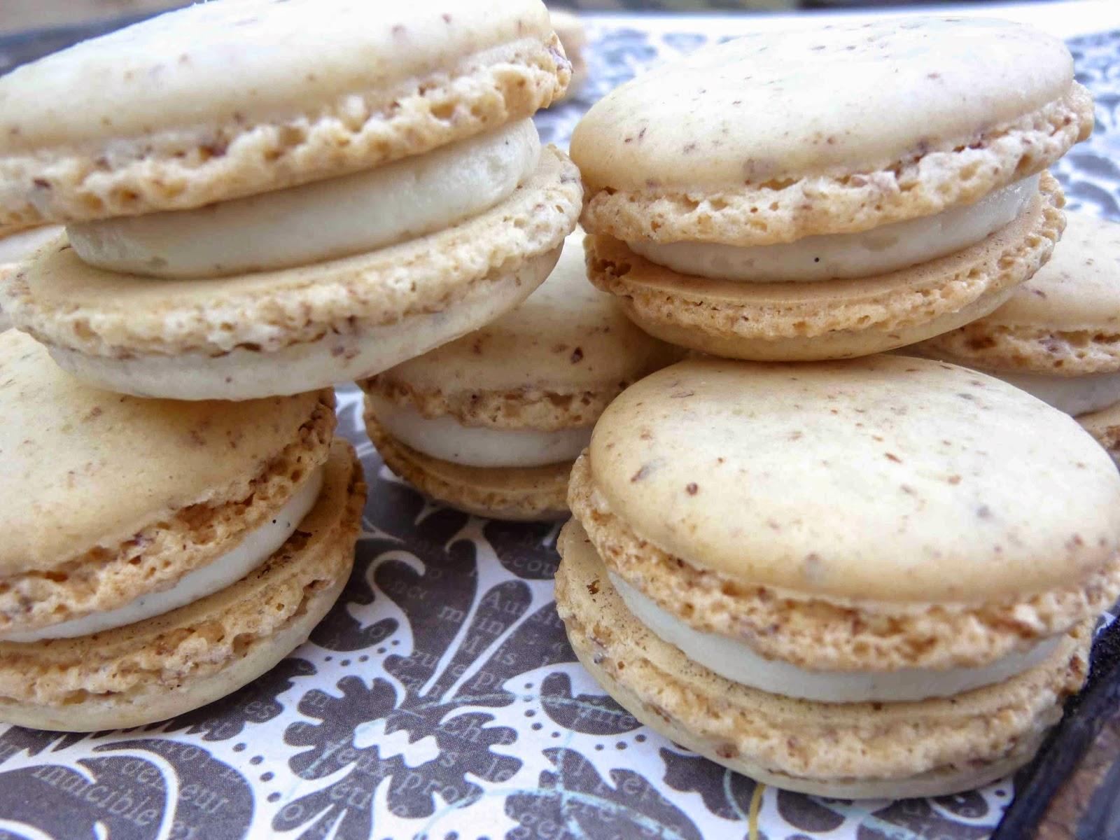... Hausfrau: Macaron Monday: Sassafras Macarons with Vanilla Bean Filling