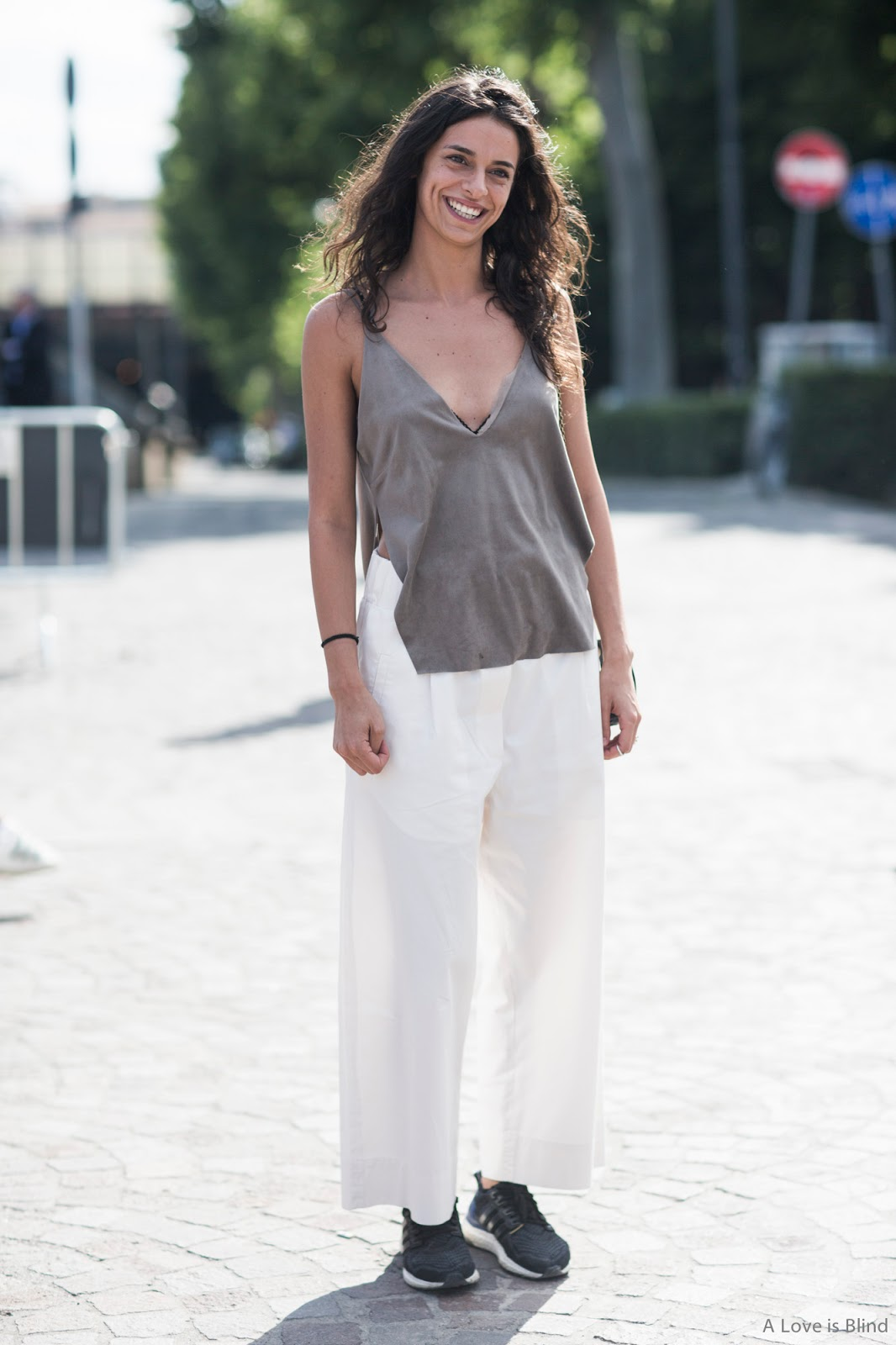 3 WAYS TO WEAR WHITE PANTS THIS SUMMER | LATINPOSH