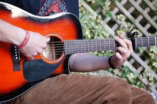 cara kocokan mengocok mengenjreng memetik petikan gitar lagu reggae