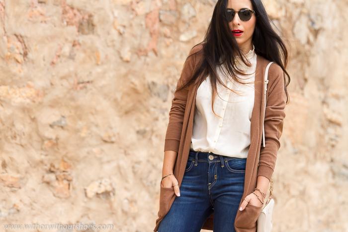 BLogger de moda española de Valencia con look estilo setenta boho hippie y pantalones acampanados