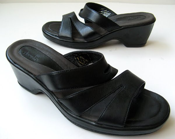 closet dansko black sandals size 39 wedge heels 9