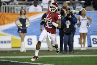 Jamell Fleming #32 of the Oklahoma Sooners scores a touchdown on an interception return against the Connecticut Huskies during the Tostitos Fiesta Bowl at the Universtity of Phoenix Stadium on January 1, 2011 in Glendale, Arizona. (December 31, 2010 - Source: Ronald Martinez/Getty Images North America)