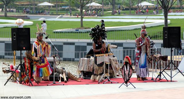 Actuación de indios en Corea