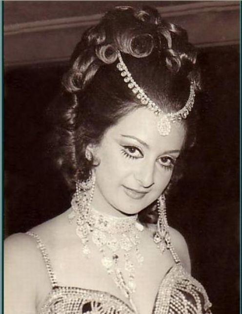 Portraits of hindi movie actress saira banu old indian for Saira banu granddaughter