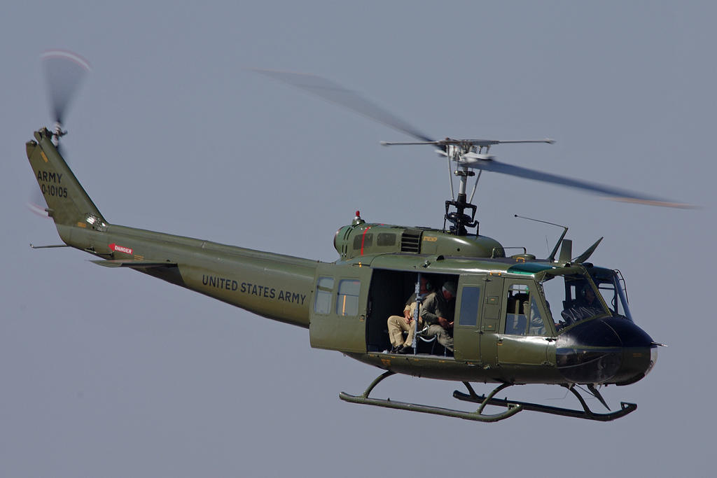 Uh 1 Elicottero : Uh huey combat support helicopter fighter jet picture