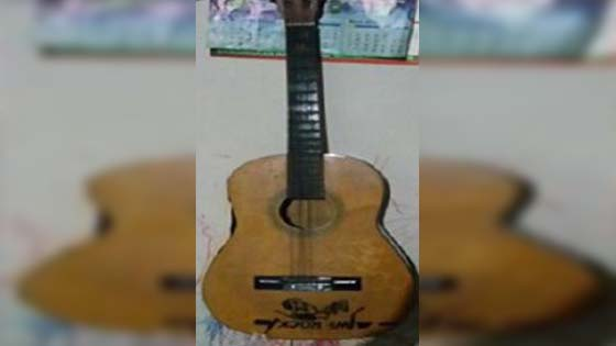 Suami bantai isteri dengan gitar kerana mesej WeChat