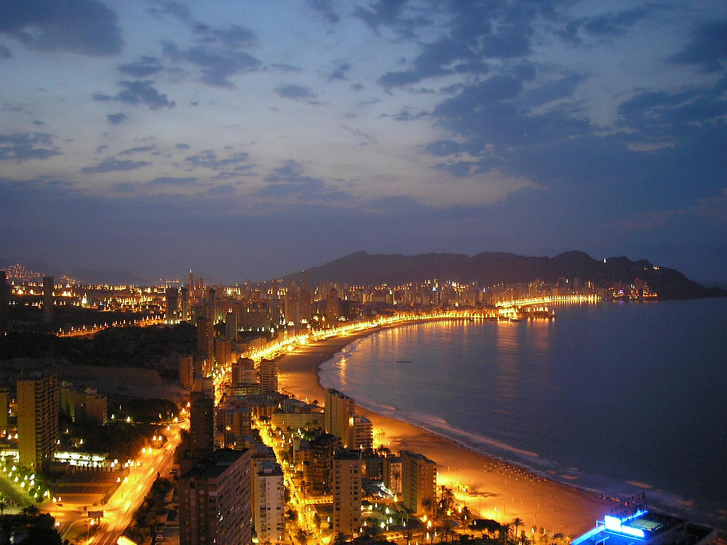 http://3.bp.blogspot.com/-wSeFcJT88V8/Tvcf86qcJ_I/AAAAAAAAFaA/KrrAcVJnn5I/s1600/Benidorm+Spain+1145942807.jpg
