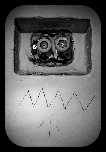 Bezpieczniki. Zdjęcie z serii Twarze. Fotografia kreatywna Łukasz Cyrus, Ruda Śląska.