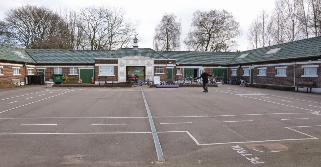 Dave Owen Cycles and Crazy Golf hire is based in the old Lido in Tamworth