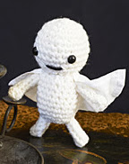 http://translate.googleusercontent.com/translate_c?depth=1&hl=es&rurl=translate.google.es&sl=en&tl=es&u=http://www.canadianliving.com/crafts/crochet/halloween_craft_idea_crochet_a_mini_ghost_decoration.php&usg=ALkJrhjHWGkdNAWyfOj09HTdWInAmbgDdw